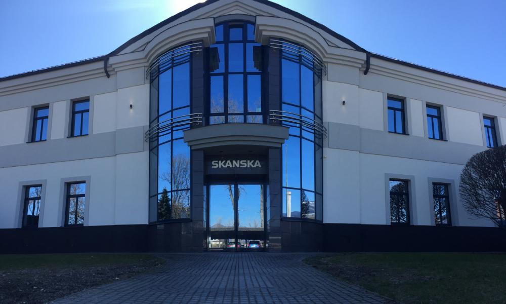 Výsledok čistenia fasády budovy skanska firmou skales.sk
